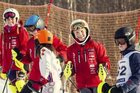 Trivelig: God stemning blant Svolvær Alpinklubbs deltakere under Barnas World Cup i Narvik i helga.