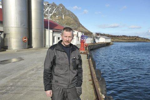 For grunt: Prosjektleder Jarle Nilssen ved Gimsøy Pelagiske AS vil ha raskere løsning på mudring til syv meters dyp ved bedriftens fiskerikai på Barstrand. Foto: Knut Johansen
