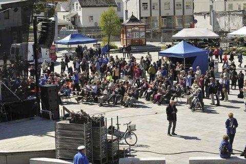 I Svolvær har 1500 sangere satt byen i korstemning, men byen har festet med måte.