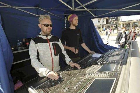 Både Jim og Vegard styrte spakene på Svolvær torg.