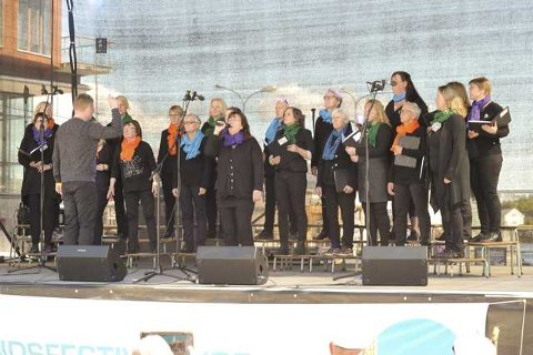 Koret KORinteran underholdt lørdag på Svolvær torg.