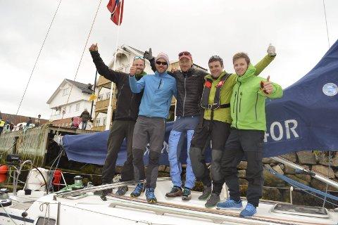 Først i mål: Denne gjengen på «la Sirena» kom først i mål under Vestfjordseilasen fra Nordskot til Kabelvåg. F.v. Esben Prytz, Morten Vinter, Rune Sjøstrand, Tore Fauske og Tommy Sivertsen. Begge bilder: John-Arne Storhaug.