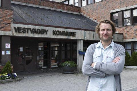 Ny informasjonssjef: Av de 22 som søkte på stillinga var det Erik Magnus Samland som fikk jobben. Nå har han og familien flyttet tilbake til Lofoten, og Samland gleder seg til å starte i ny jobb. Foto: Synne mauseth