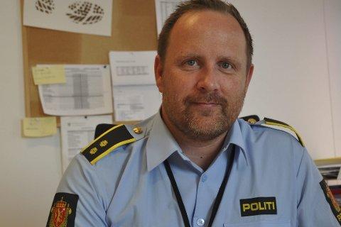 FIKK TIPS: Konstituert lensmann, Dag Sture Strøm, takker publikum for å ha tipset politiet om kjøringen i ruspåvirket tilstand.