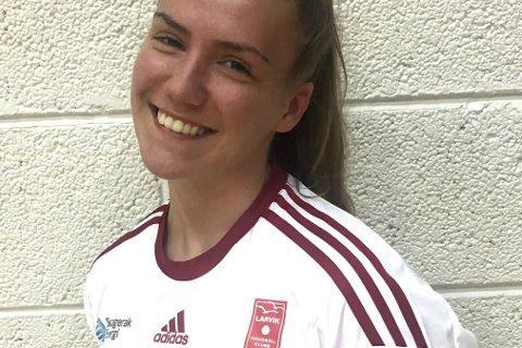HåndballTalent:: Svolvær-jenta Emilie Hansen fikk møte Larvik-trener Katja Nyberg, noe som resulterte i at hun nå trener med toppserieklubben. Foto: privat