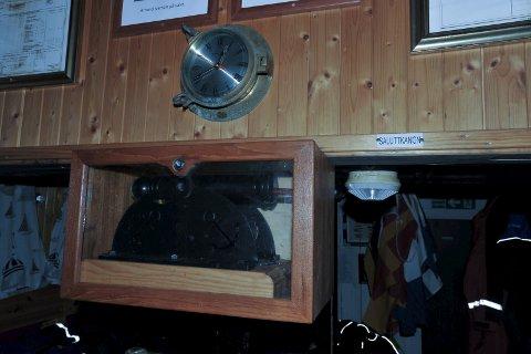Særpreg: Saluttkanonen er bygget av maskinist Per Kristensen, og teakskapet er laget av Leif Langnes.
