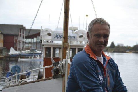 Daglig leder: Denne uka bido XXLofoten med 10.000 kroner til nytt skipsdekk for «Anne Bro». Daglig leder Geir Martin mener det er viktig å støtte de som tar vare på kystkulturen. Nå oppfordrer han flere aktører i reiselivsnæringa til å bidra. Foto: arkiv