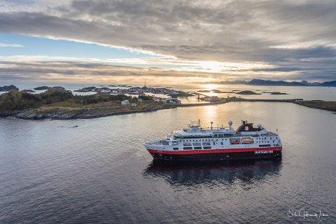 Fram Hurtigruten Magnussen Rorbuer henningsvær