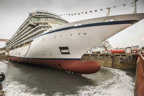 NYTT: I mars i fjor ble «Viking Sky» sjøsatt og snart blir det overlevert til rederiet. I juni kommer det til Leknes. Foto: Vikingcruises.com