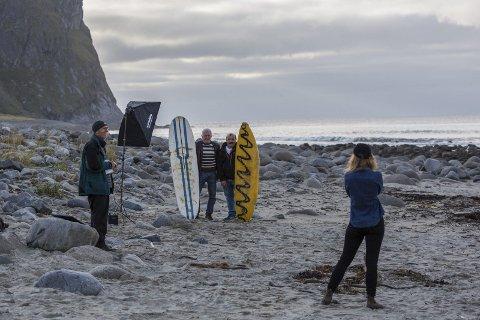 Anbefalt: New York Times har anbefalt Lofoten som et av 52 reisemål i verden i 2017. Det er en kåring som betyr mye mener markedssjef Kristian Nashoug i Destination Lofoten. Her fra et besøk storavisen hadde i fjor på Unstad under surfekonkurransen Lofoten Masters. Det førte til en stor reportasje fra Lofoten.Foto: Eric Fokke