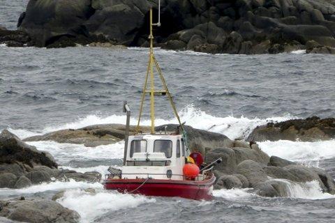 Forlis: Båten lot seg ikke berge og blir nok slått i stykker. Foto: Privat