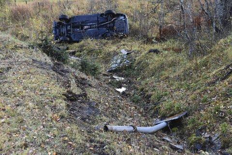 Totalskadd: Bilen ble totalskadd etter utforkjøringen. Foto: Kai Nikolaisen