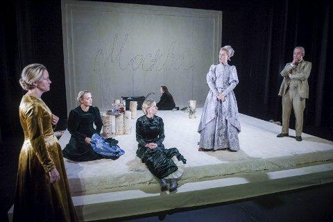TIl Svolvær: Nordland Teater setter opp «Tre søstre» i Svolvær.Foto: Nordland Teater/ DAniel Jenssen