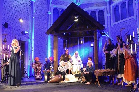 """Etter seks år pause var julespillet """"Mot julenatt"""" tilbake i Buksnes kirke. Kristiane Melkersen var en av mange sangsolister som toppet forestillingen."""