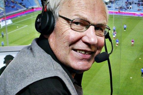 Kommentatorlegende: Arne Scheie har over 40 år bak seg som sportskommentator for NRK. Nå stiller han som tippegjest i Lofotposten.FOto: Jon Hauge