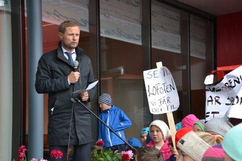 Gir svar: Helseminister Bent Høie har skrevet et svar til Ivan Myklebust som skrev et innlegg på Facebook i slutten av mars hvor han stilte spørsmål til fars rettigheter rundt fødsel.