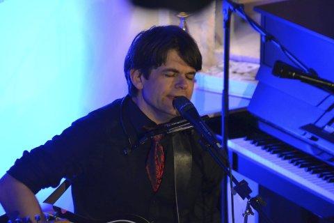 Spiller: Lars Bremnes er en av artistene under den første festivalen på Årstein som arrangeres i sommer.Foto: Arkiv