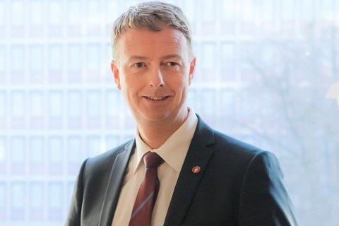 Olje- og energiminister Terje Søviknes kommer blant annet til Fiskebøl i dag torsdag.