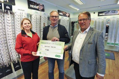 Sponsor: Stine Sørvang og Sigfus Kristmannsson i Lofoten turlag fikk 11.800 kroner fra Carl Gunnar Strøm i Specsavers i Svolvær.