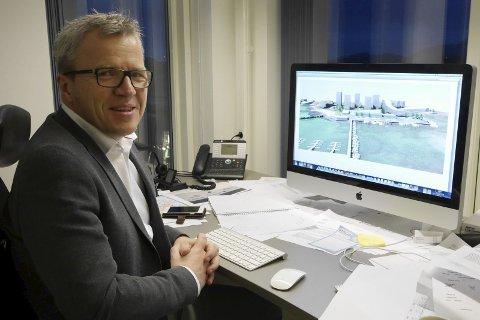 Ros: Jim-Roger Nordly får ros av de to både for bidrag på 50.000 og flott vertskap på Leknes.