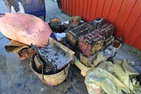 Havnebassenget har i mange år blitt brukt til søppeldeponi, som man ser.