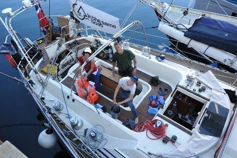 Ungdommer fra flere nasjoner tar et tak for miljøet i Henningsvær havn denne julihelga.