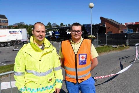 Lege Yrjan Michalsen og Røde Kors-representant Jørgen Fjeldberg.