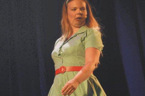 SOLID DEBUT: Heidi Svendsen hentet frem sitt beste da hun fremførte «sceneflørt» og debuterte i NM i Revy. Foto: Svein Halvor moe