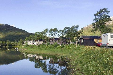 Til salgs: Etter å ha drevet Gullesfjordbotn Camping i ni år selger nå Roger Marhaug og Steinar Pleym Pedersen anlegget. Foto: Steinar Pleym Pedersen