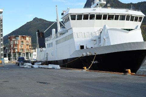B/F Røst venter her på seilingstillatelse før avgang fra Svolvær torsdag.