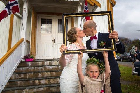 Runa Sundsfjord og Erik Mäkitaavola ble mann og kone i Valberg kirke lørdag 2. september 2017. Datteren Lovisa var selvsagt med!