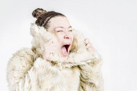 KUNST: Finske Meri Nikula vil lørdag 27. januar holde en performancekonsert på veien ut til Nusfjord.
