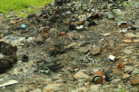 BRENT: Her er en brenngrop med rester.