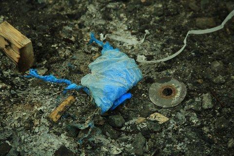 RESTER: Kappskiver brenner ikke. Her er rester fra et av søppelbålene Naturvernforbundet har dokumentert.