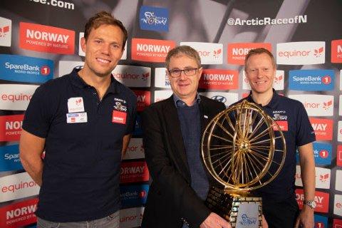 4G-TRIO: Tidligere sykkelproff Thos Hushovd, dekningsdirektør Bjørn Amundsen, Telenor, og daglig leder Knut-Eirik Dybdal i Arctic Race of Norway er glad for at en ny avtale er på plass.