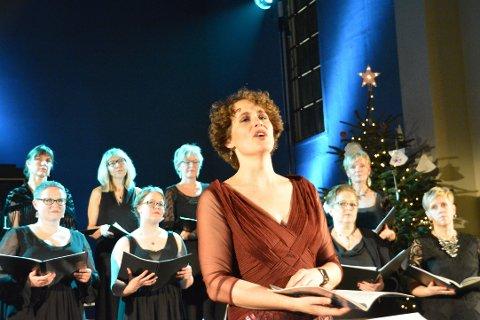"Strålende: Marianne Beate Kielland og koret Lofoten Voices, høstet stående trampeklapp da de besøkte Stamsund kirke med ""Marianne Beates Jul"" i fjor."