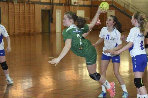 Stort talent: Blest-spilleren Guro Jørgensen (15) er tatt ut til regional  landslagssamling i håndball. Foto: Eirik Eidissen