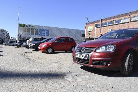 Parkering: Kommunen vil gjøre parkeringskort tilgjengelig for alle.