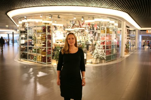 I GANG: Senterleder Kjersti Fossåskaret Eltoft Krüger sier de er i gang med arbeidet for å finne nye driverer til kafeen på Lofotsenteret.