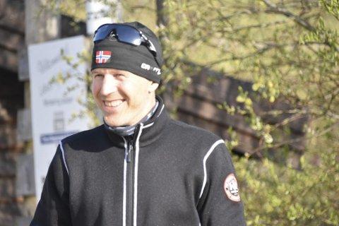 Fornøyd: Jubelen sto i taket hos Leknes skiklubb fredag. Inge-Harald Olsen er strålende fornøyd med at pengegaven fra Gavefondet i SpareBank 1.