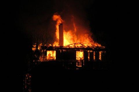 SMELL: Det hørtes smell fra brannen. (Klikk på pilene for flere bilder)