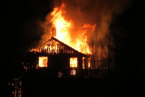 Overtent: Bolighuset i Holandshamn var overtent da brannvesenet ankom stedet.