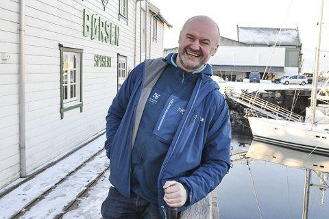 Hyllet: Restauranten i Svolvær fikk terningkast fem av VG. Det er daglig leder og eier Ola Skjeseth glad for.