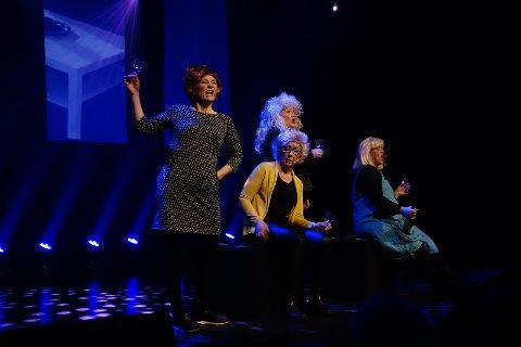 VENNINNEKLUBB: Med særegne uttrykk og ulike sceniske egenskaper kler de fire damene hverandre godt.