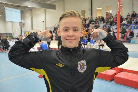MESTER: 14 åringen Nikolai Fredriksen ble Nord-Norsk Mester i svingstang og bøylehest under NNM i turn i Kabelvåg.