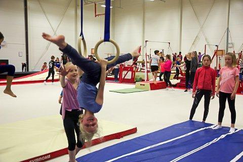 Koste seg: Små og store koste seg i Vagaar Idrettspark da KIL Turn inviterte til åpen hall i helga.