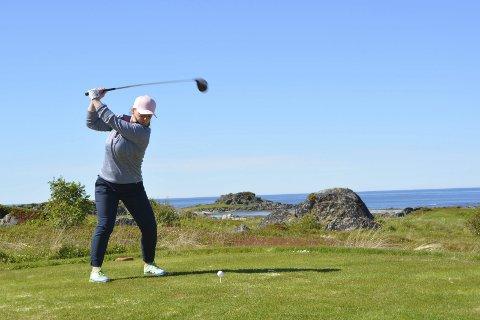 Golfer: Lofoten Golfklubb arrangerte i sommer NNM i golf for lag. Her er Benedicte Solli Larsen fra Narvik Golfklubb avbildet. Alle foto: Geir Inge Winther
