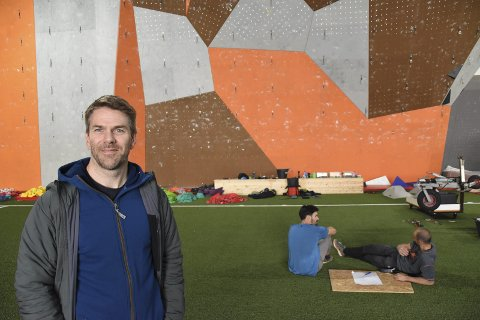 Norgescup: Håkon Nordhaug er klar til å ta imot landets beste ledklatrere i Lofothallen til helga.