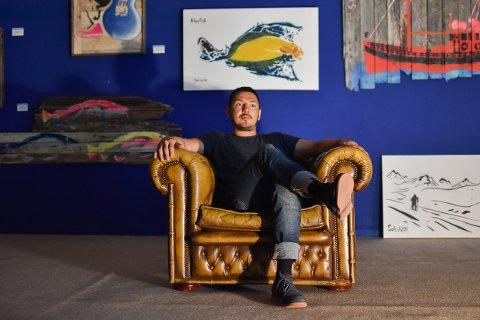 Mye på gang: Rune Francisco Fauske lager kunst som Solsoldat med base i atelieret og galleriet i Svolvær.  I sommer har han åpnet dørene til Lofoten street art galleri Skrei ut august.