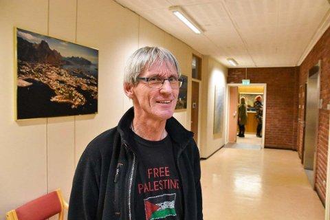 Fortsetter: Gunnar Aarstein tar ett år til som rektor ved Digermulen skole. Her på rådhuset i Vågan under et kommunestyremøte, Aarstein er også mangeårig Rødt-politiker i kommunen.